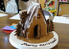 cookiehouseforxmaspartywithclassmated2013.jpg
