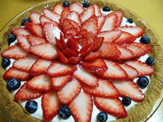 fakecheesecakewithstrawberryflowerdecoration.jpg