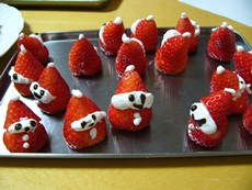 strawberrysanta17122012.jpg